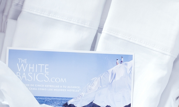 Caja de producto sábanas The White Basics con su identidad corporativa