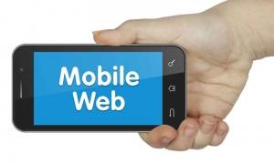 móvil con site para móviles en la pantalla